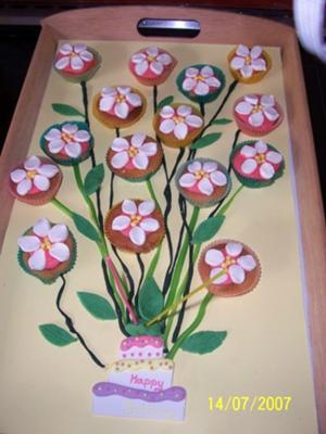 Flower Birthday Cake on Flower Cup Cakes Birthday Cake Ideas