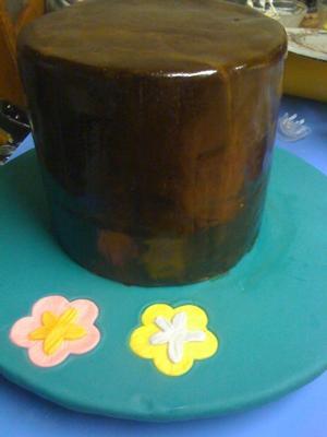 Stump before decorating the tiki cake